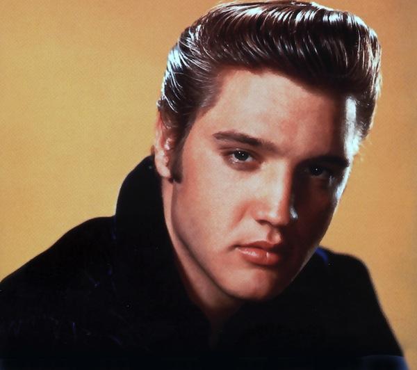 A primeira música que o Padawan escutou dentro do carro Elvis Presley