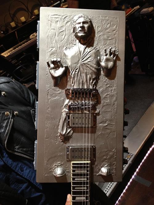 Han Solo congelado em carbonita vira guitarra