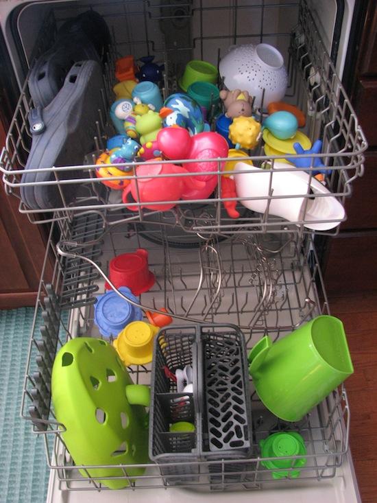 Doar brinquedos - será que você doa brinquedos um universo de fungos e bactérias
