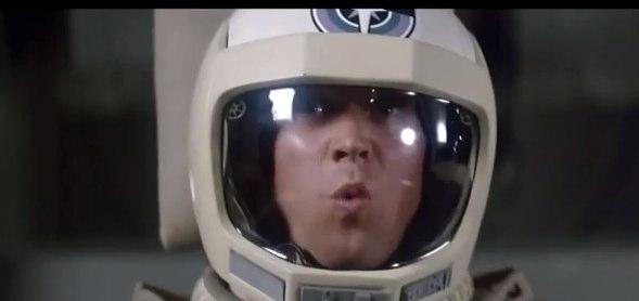 Extravagância do Capacete - Helmet Oddity