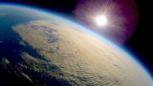 Avião de rádio controle é enviado ao espaço e volta para a terra 03