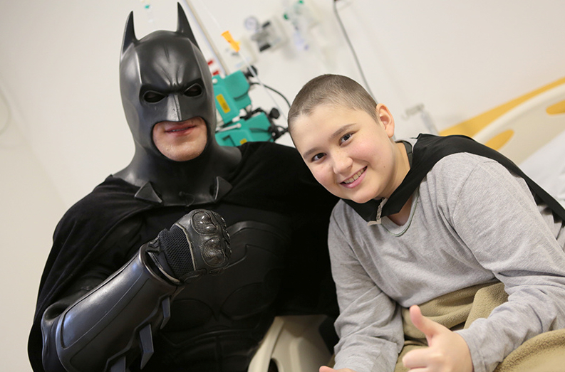 Batman_visita_Oncologia_Pediátrica___Flickr_–_Compartilhamento_de_fotos_ 2