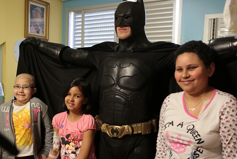 Batman_visita_Oncologia_Pediátrica___Flickr_–_Compartilhamento_de_fotos_ 4