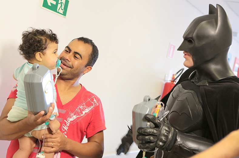Batman_visita_Oncologia_Pediátrica___Flickr_–_Compartilhamento_de_fotos_ 5