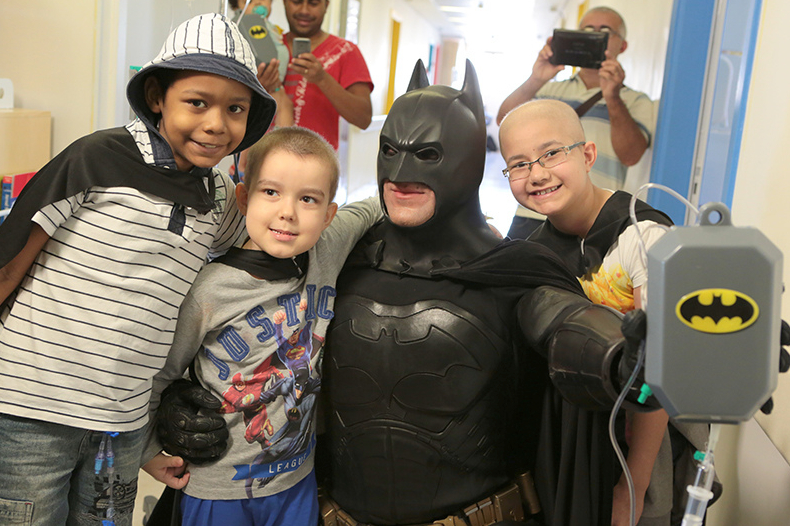 Batman_visita_Oncologia_Pediátrica___Flickr_–_Compartilhamento_de_fotos_ 7