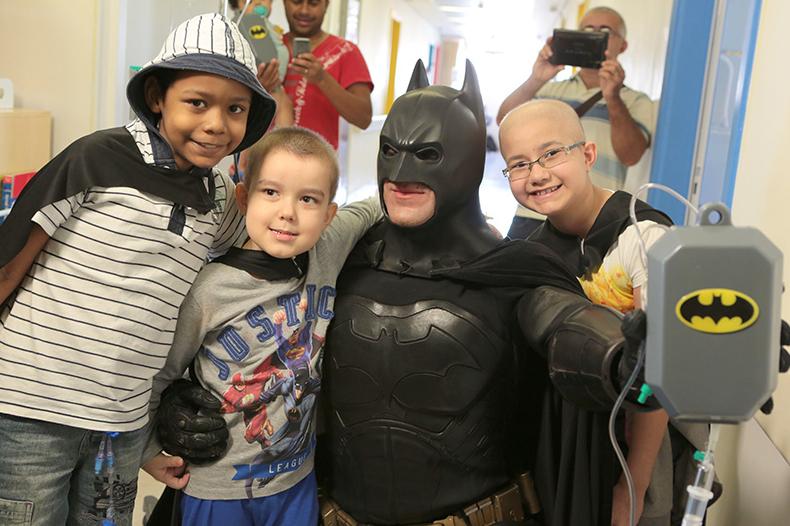 Batman_visita_Oncologia_Pediátrica___Flickr_–_Compartilhamento_de_fotos_ 7