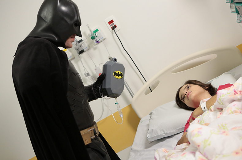 Batman_visita_Oncologia_Pediátrica___Flickr_–_Compartilhamento_de_fotos_ 8