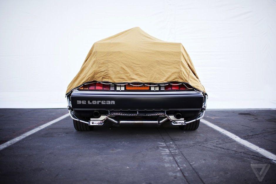 Gibson Doc Brown e uma DeLorean 01