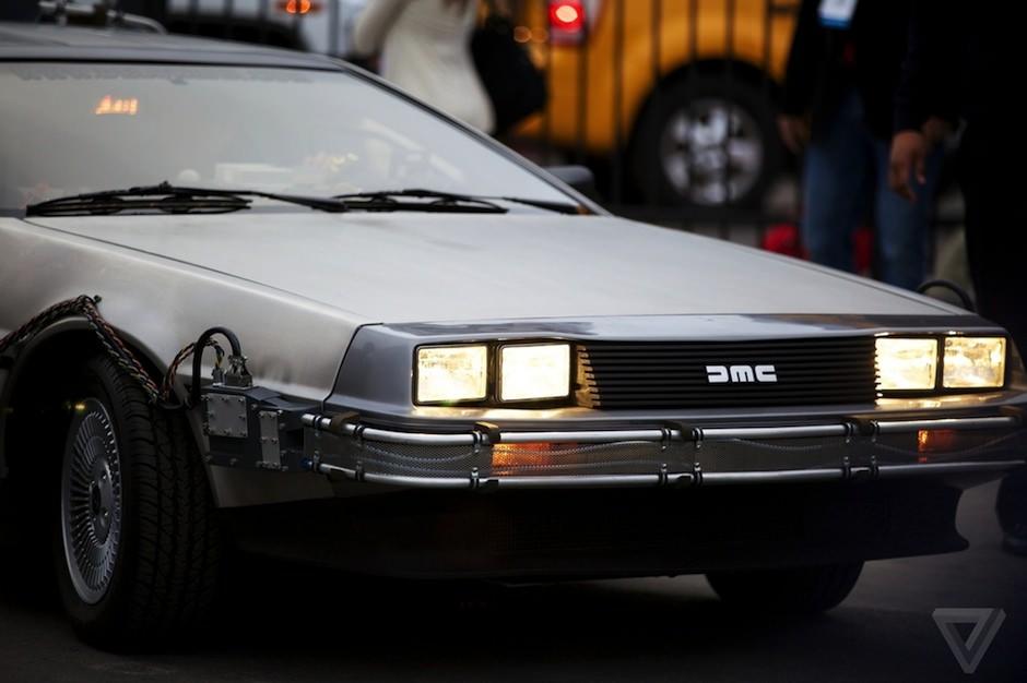 Gibson Doc Brown e uma DeLorean 06