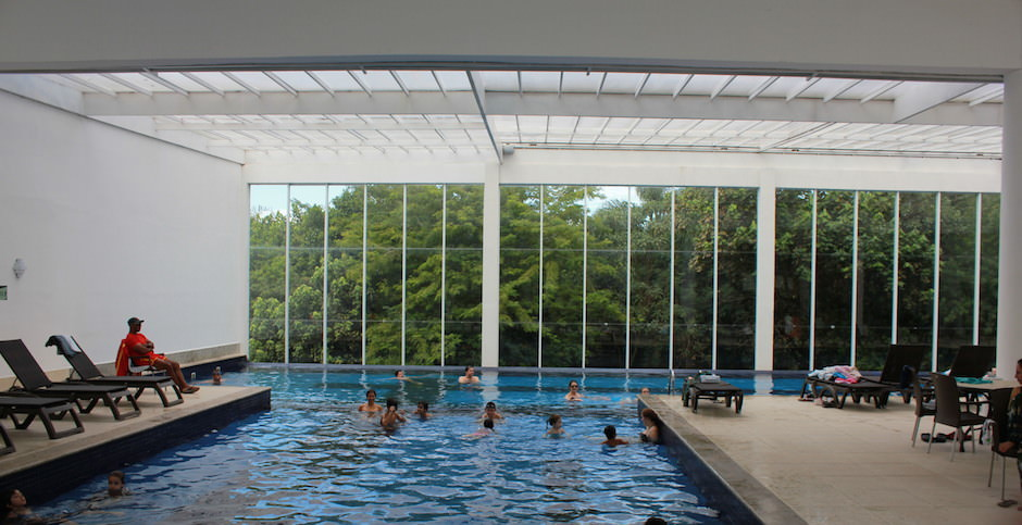 taua hotel piscina coberta