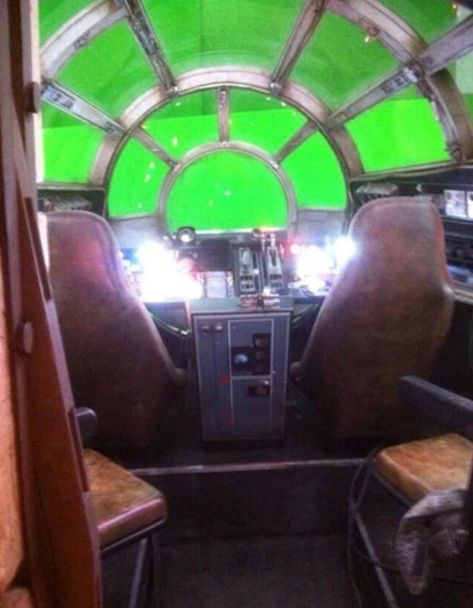 Fotos do interior da Millennium Falcon - Star Wars Episódio VII 04