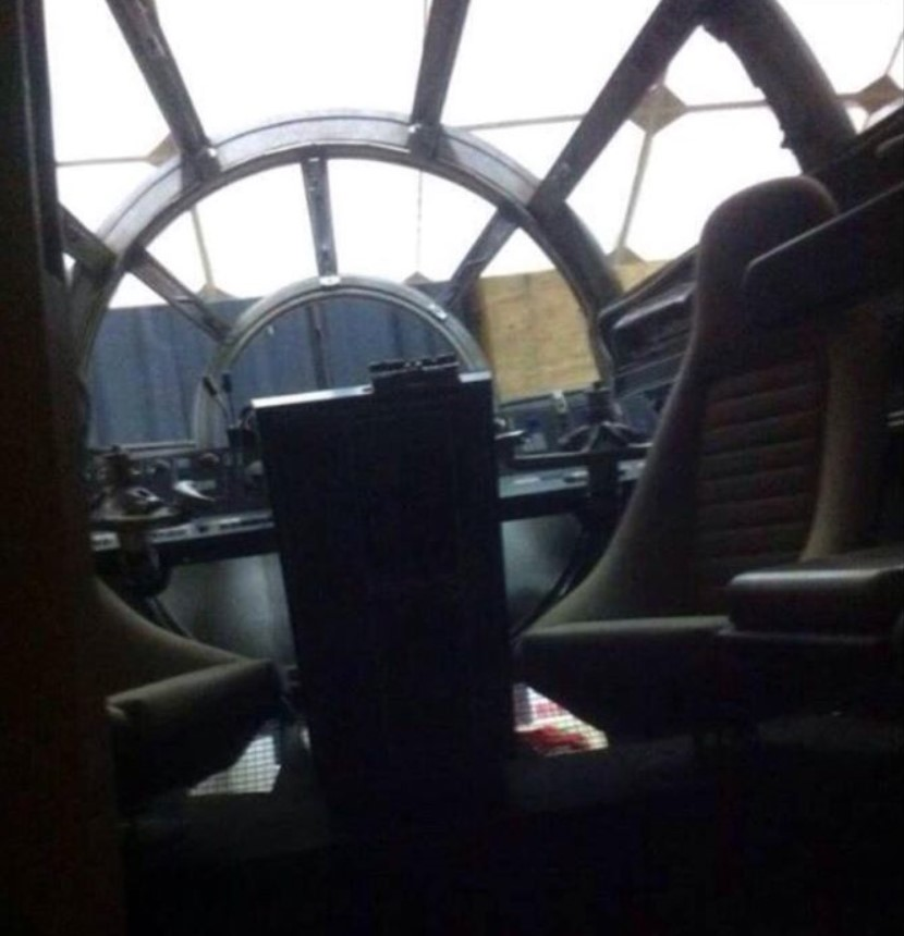 Fotos do interior da Millennium Falcon - Star Wars Episódio VII