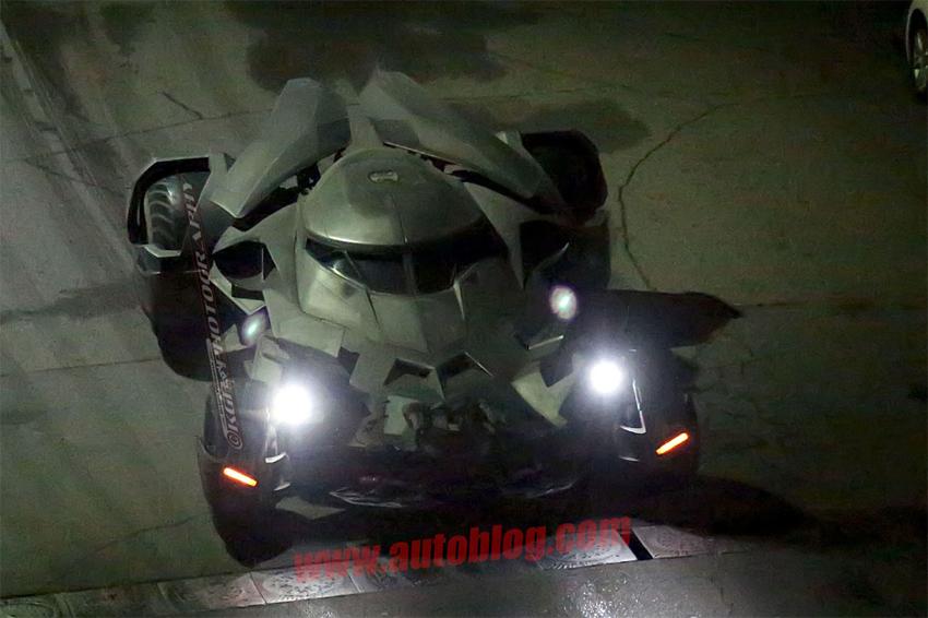 O que fizeram com o Batmóvel   Batman V Superman 03