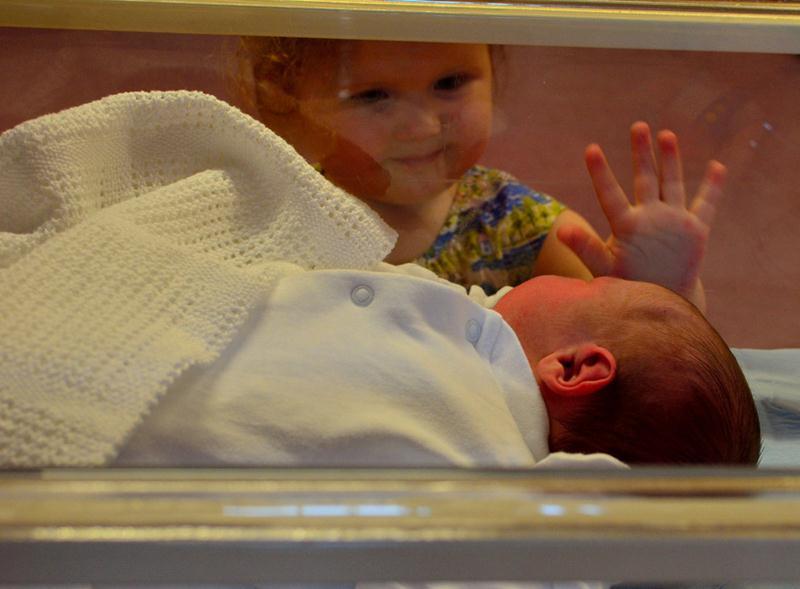 Padawans  vendo seus irmãos recém-nascidos pela primeira vez - 05