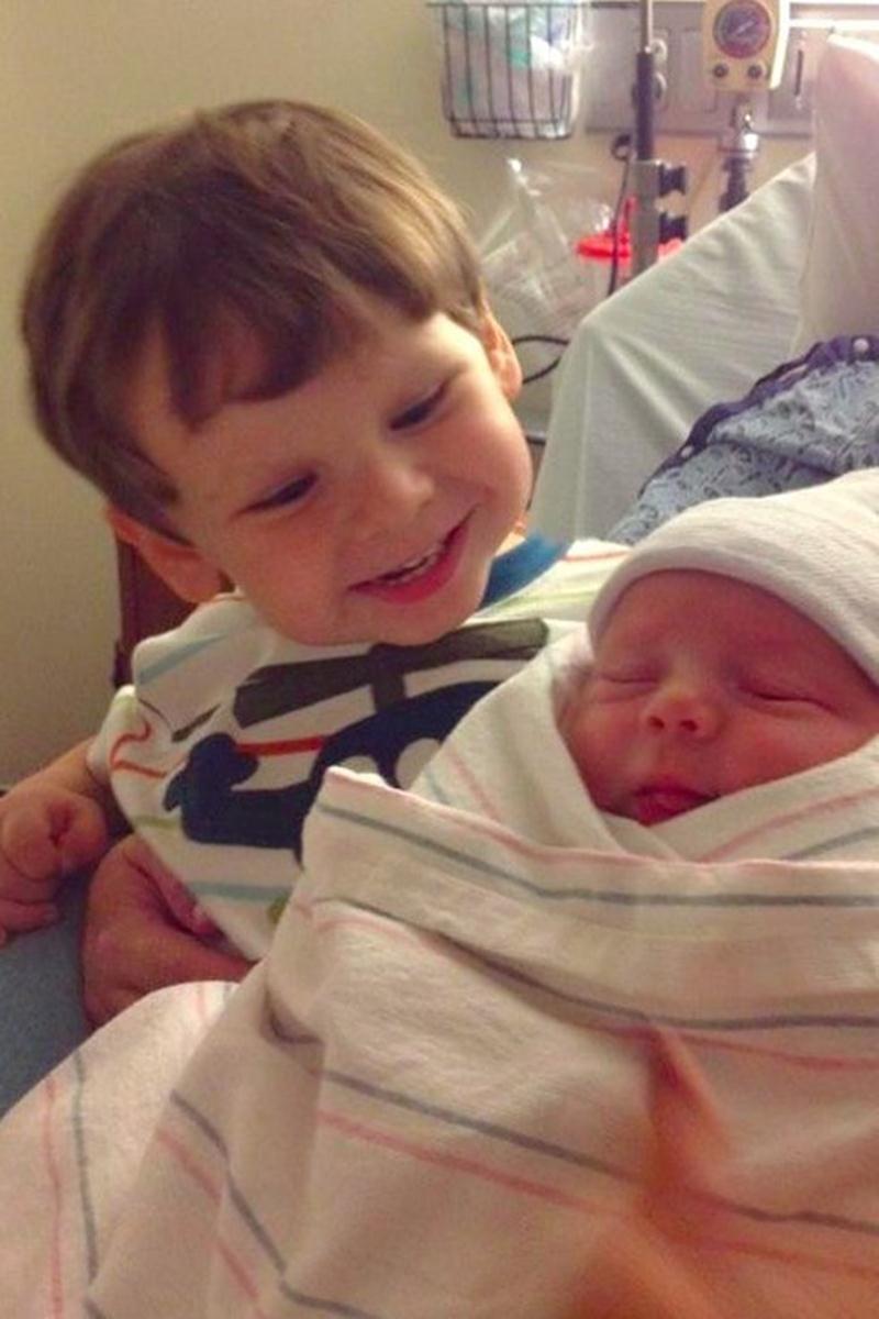 Padawans  vendo seus irmãos recém-nascidos pela primeira vez - 08