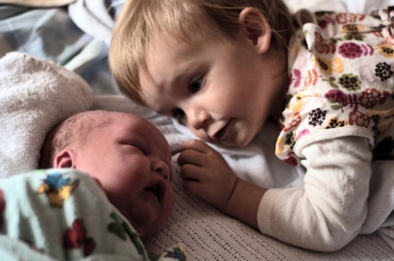 Padawans  vendo seus irmãos recém-nascidos pela primeira vez - 12