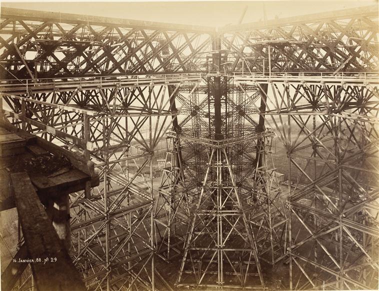 A construção da Torre Eiffel 07