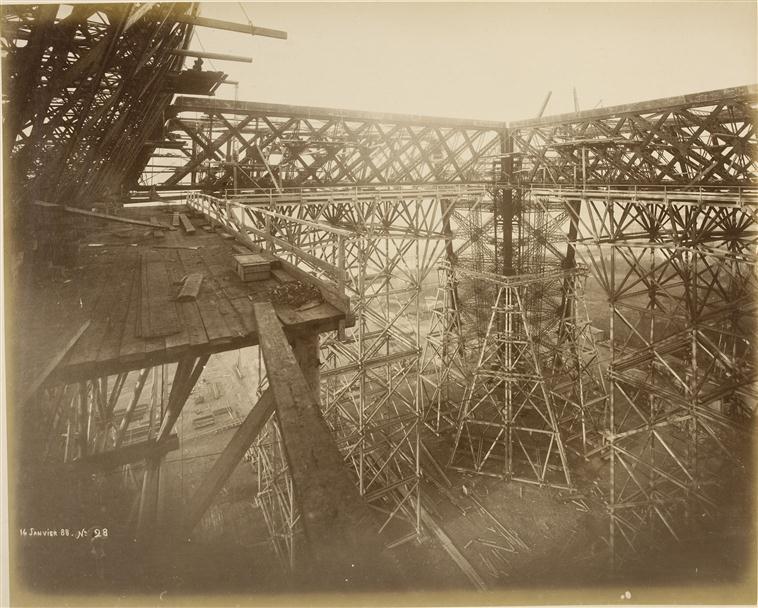 A construção da Torre Eiffel 08