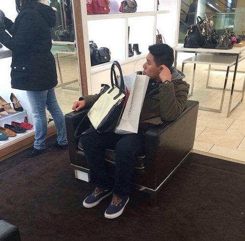 Instagram com fotos de homens esperando mulheres nas compras 07
