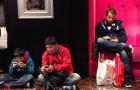 Instagram com fotos de homens esperando mulheres nas compras