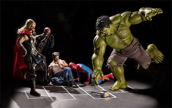 como os super-heróis se comportam quando não estão salvando o mundo 11