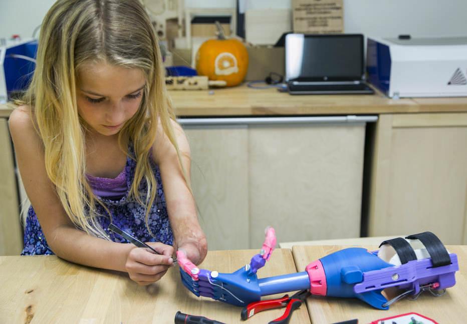Padawan de 07 anos faz sua própria prótese usando uma impressora 3D