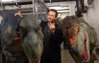 Chris Pratt quase desmaia em pegadinha com dinossauros