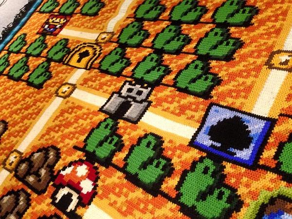 Ser nerd é ficar 06 anos fazendo um tapete de crochê do mapa do Super Mario Bros 03