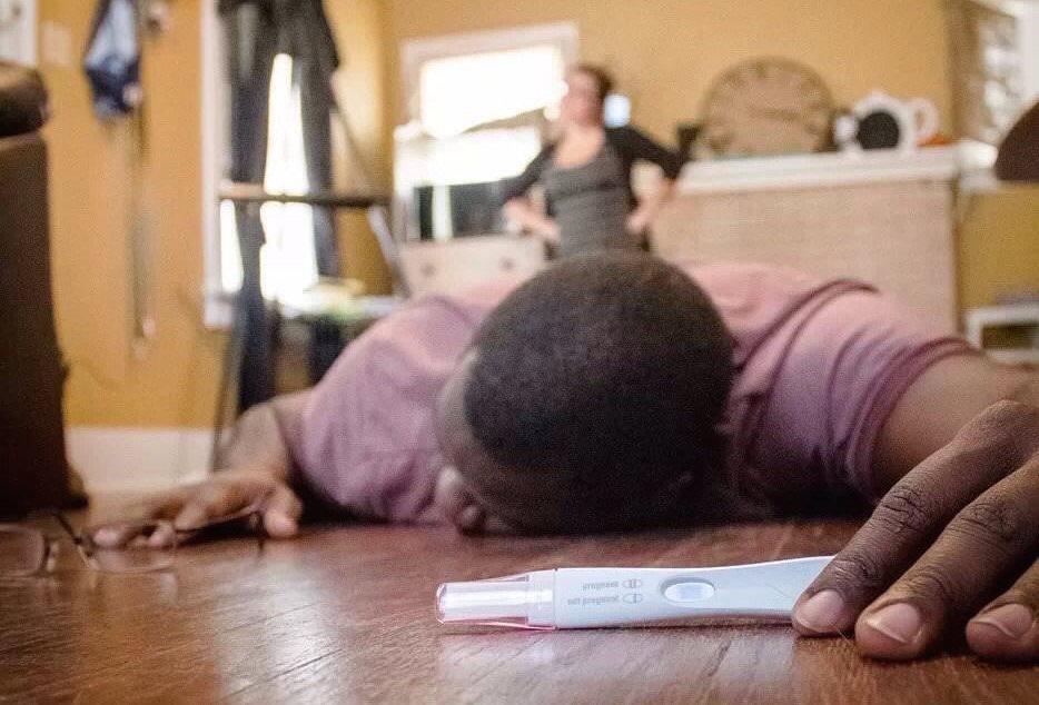 anunciando a gravidez e desmaia