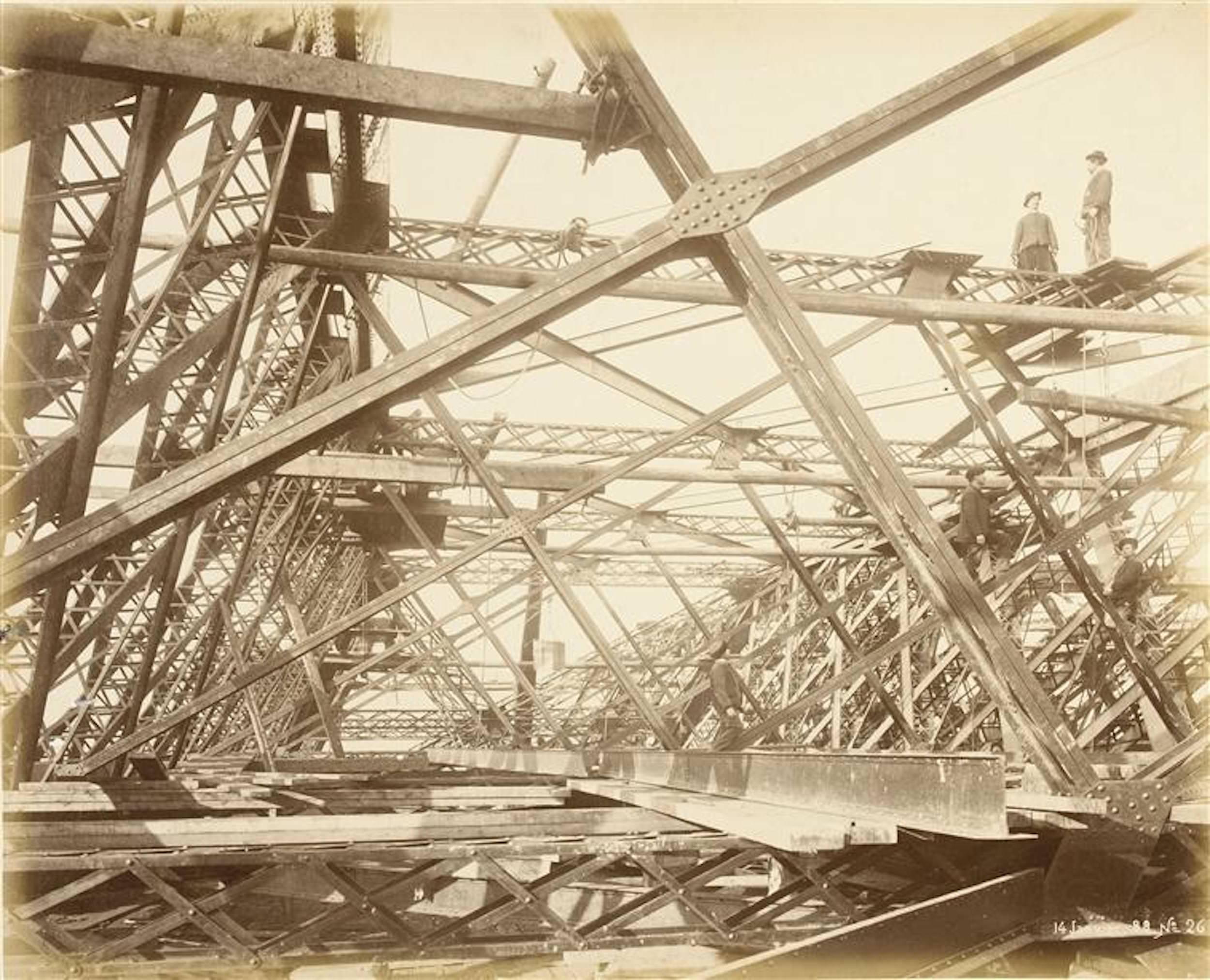 1A-construção-da-Torre-Eiffel-06