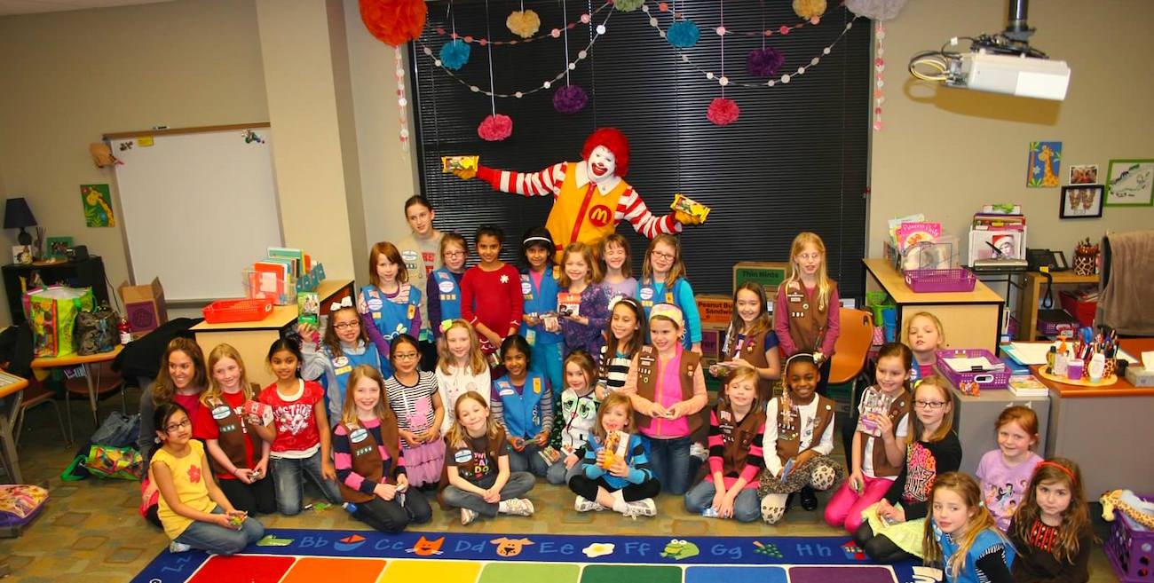 Ronald-McDonald-na-escola