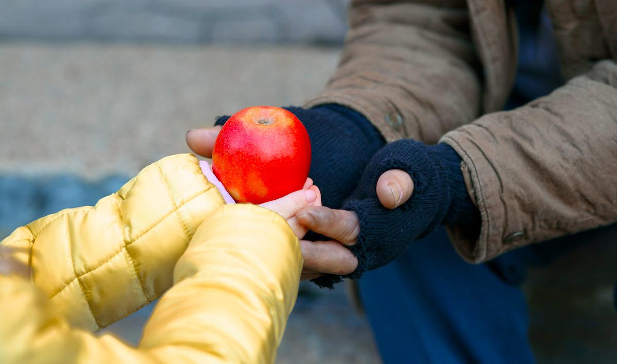 caridade pessoas do bem