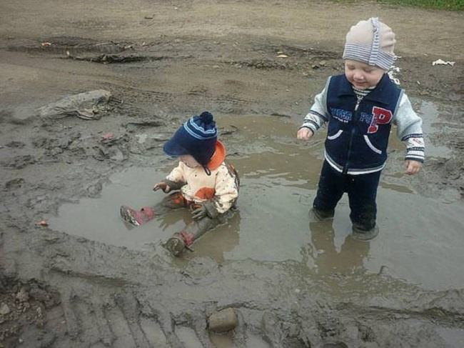 crianças se sujando np 02