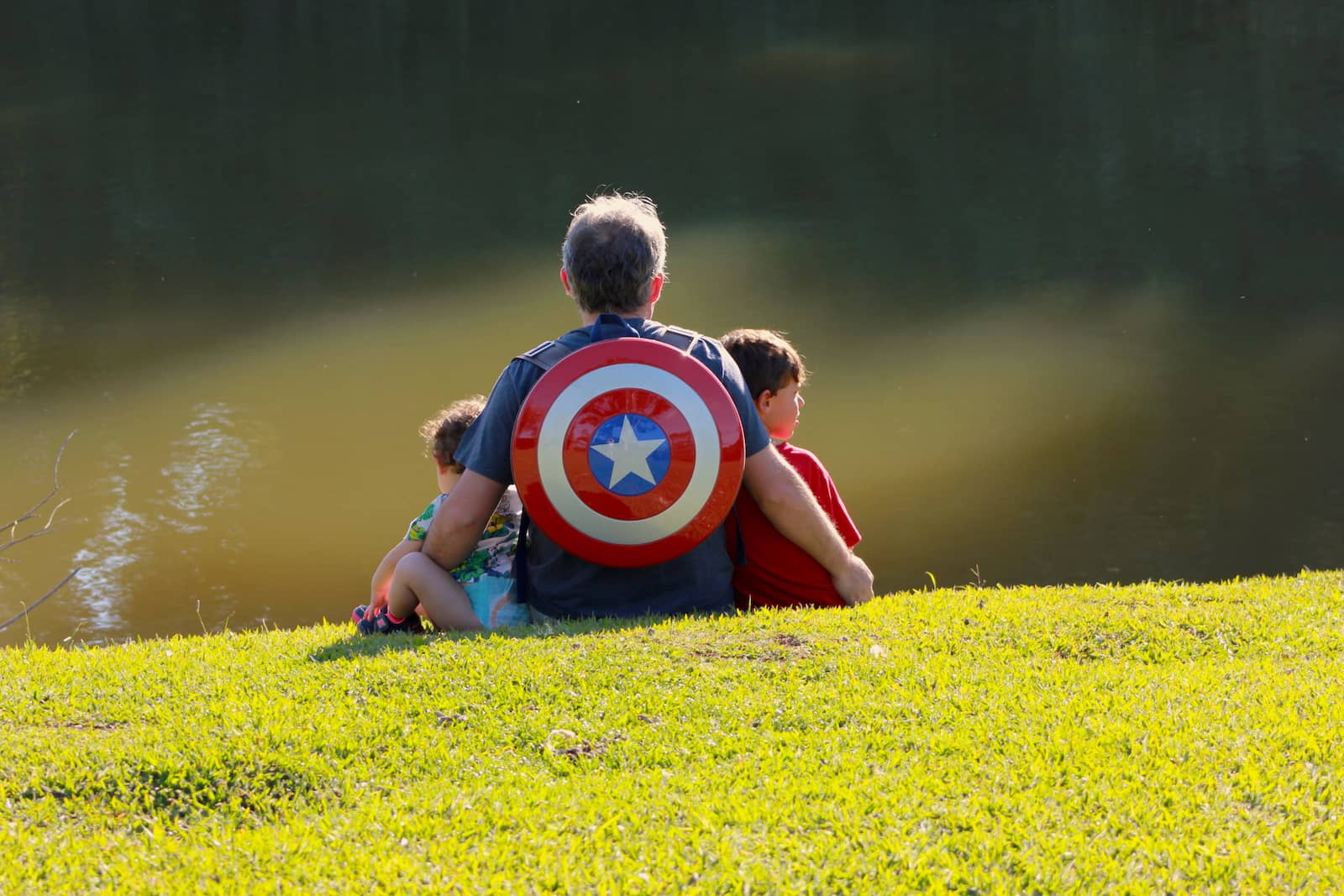 jorge-freire com os filhos escudo capitão américa