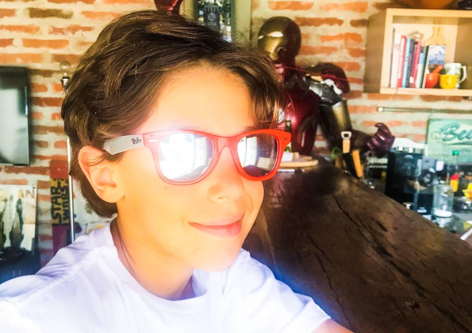 menino oculos ray ban oticas carol